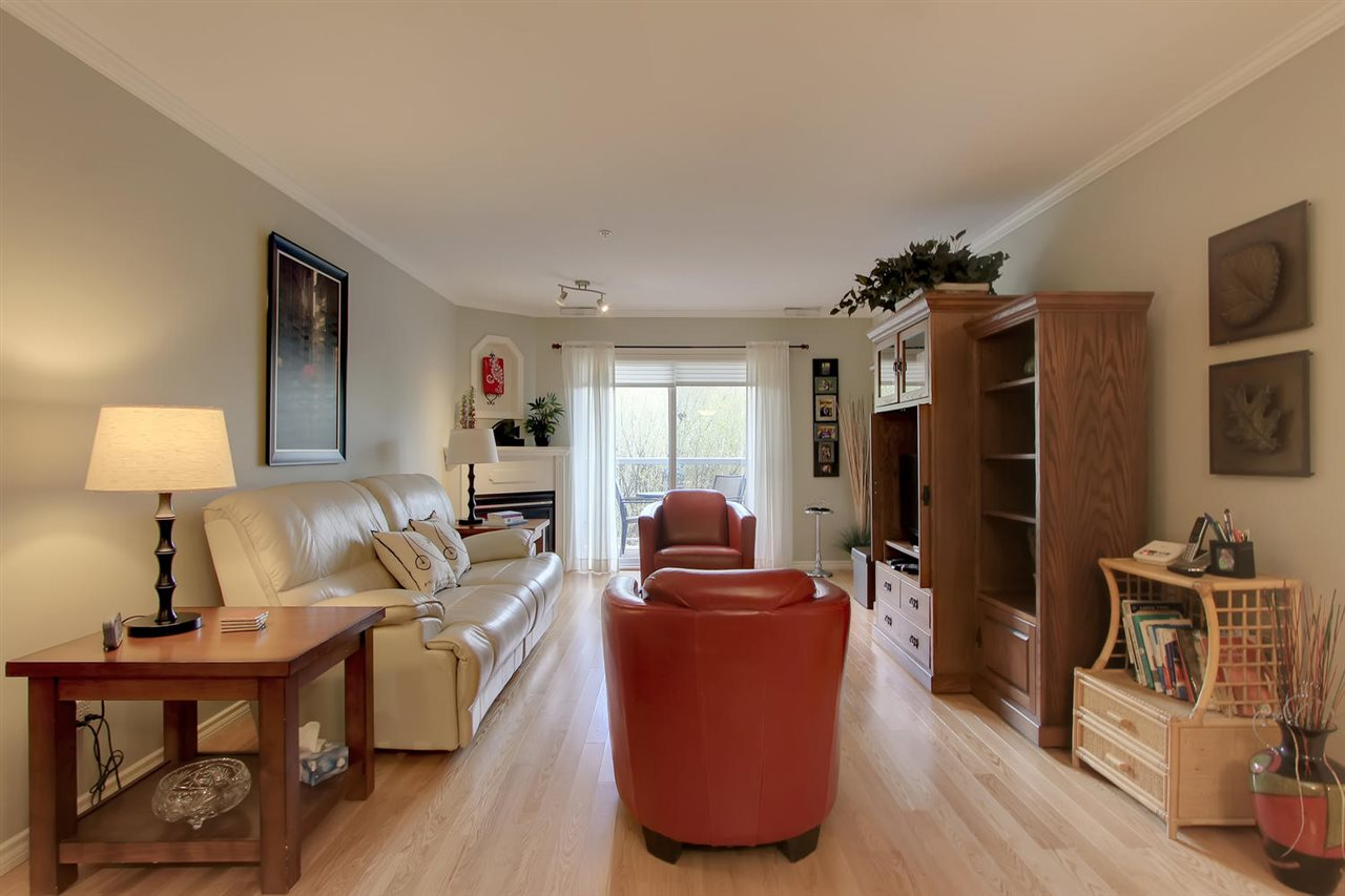 Straight ahead of the entrance is this large and sunny living room. It has patio doors leading to the private balcony.