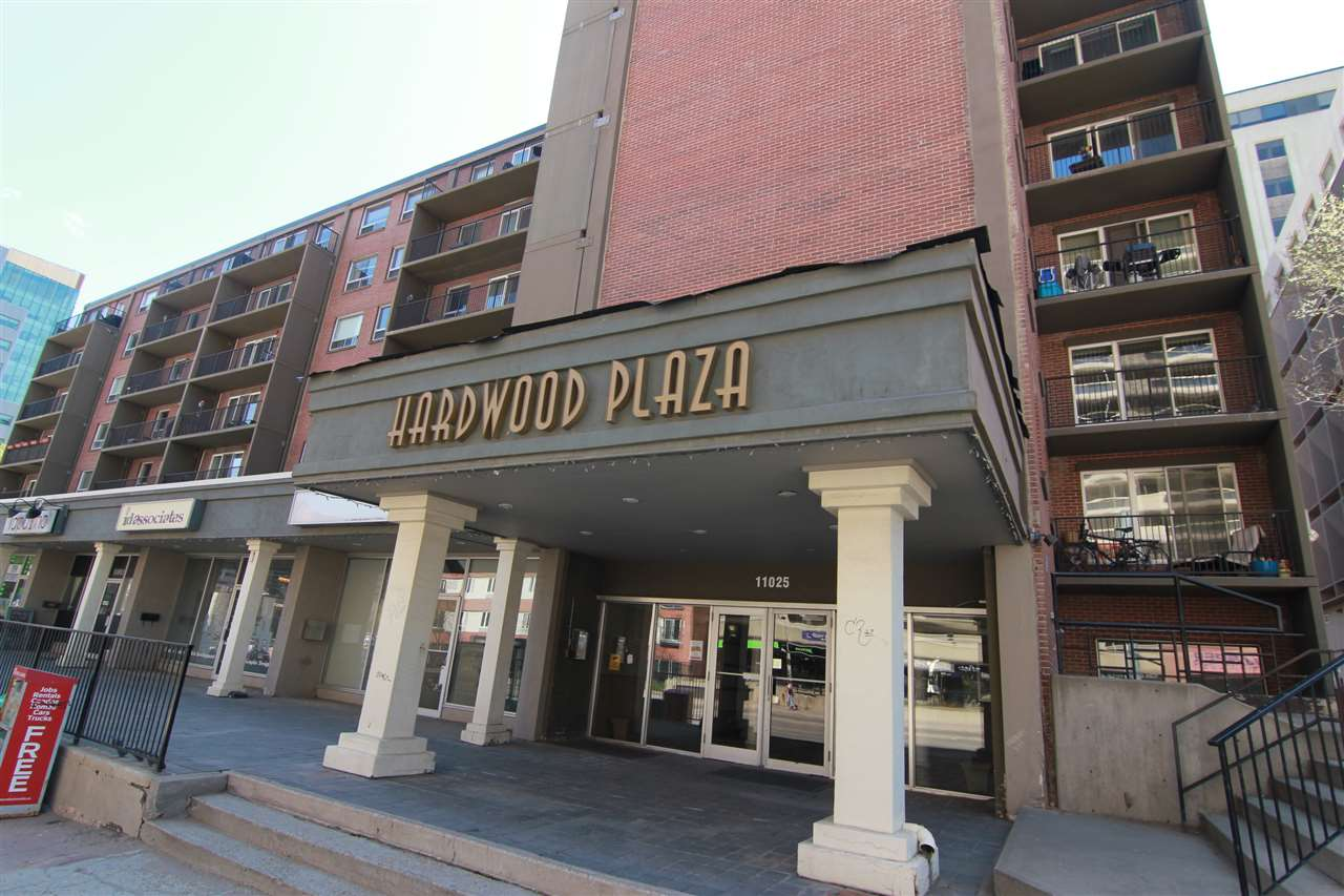 Welcome to HARDWOOD PLAZA! Amazing downtown location just steps to all amenities! This RENOVATED 1 bedroom suite is absolutely gorgeous inside and move in ready! The front entrance has a trendy built in bench with hooks as well as front closet- lots of storage! OPEN CONCEPT living room with large patio doors to sunny SOUTH EXPOSURE patio. The kitchen has BRAND NEW APPLIANCES (stainless steel), white cabinets, modern backsplash and eating bar. There is a RENOVATED 4pce bathroom and bedroom with French doors. Crown molding and dark laminate floors throughout. Pet friendly building with low condo fees!