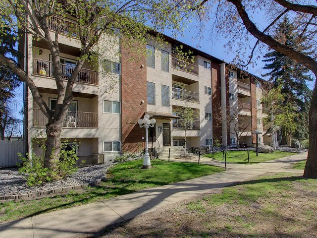 Immaculate Top floor unit with 2 parking stalls. Fully renovated with newer kitchen and appliances, Maple hardwood and ceramic tile flooring and 4 pcs. bathroom with granite counter top. In suite laundry and storage room. Close to all amenities, University of Alberta, Whyte ave.,transit and shopping. Immediate possession available.
