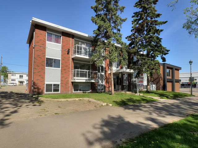 Investor Alert! 1 bedroom 3rd floor apartment condo steps from Roger's Place, LRT, & the Downtown Core! This well maintained & updated unit features a newer kitchen, upgraded 4 piece bath, laminate flooring throughout fresh paint and more!  The layout is fairly open and offers a large living room space with access to the north facing balcony.  There is a modern kitchen with four appliances & which is open to the dining area.  The master bedroom is well proportioned and offers good closet space as well. The rooms all feature large windows for ample light.  There is one assigned parking stall with the unit as well.