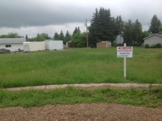 Nice Serviced lot located in a Crescent.  Perfect place to build in Thorhild.