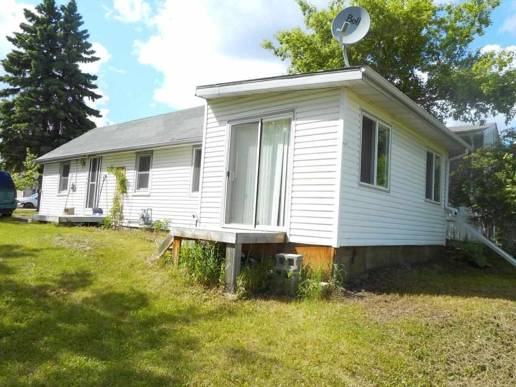 Nice starter or rental home backing onto a creek. 2 bedrooms. Located in a quiet town of Waskatenau with quick access to Highway #28.