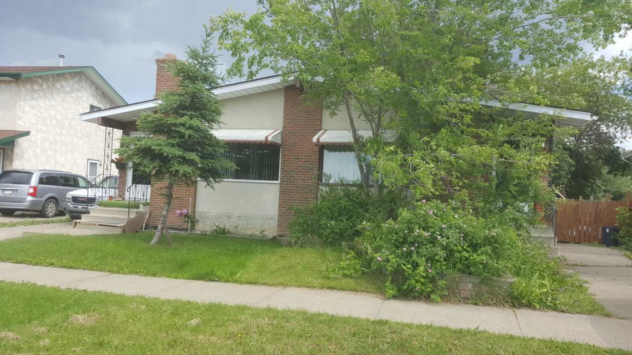 """INVESTOR OR HANDYMAN SPECIAL: This Bungalow half duplex  in Lee ridge Main floor offers 3 bedrooms, Living room, kitchen, main 4pc bath. Master bedroom with 2pc ensuite. Fully finished basement with SEPARATE ENTRANCE with one bedroom and 3pc bath, den and a recroom. Property needs work and being sold """"AS IS Where IS"""". Great location with easy access to schools, shopping and public transit."""