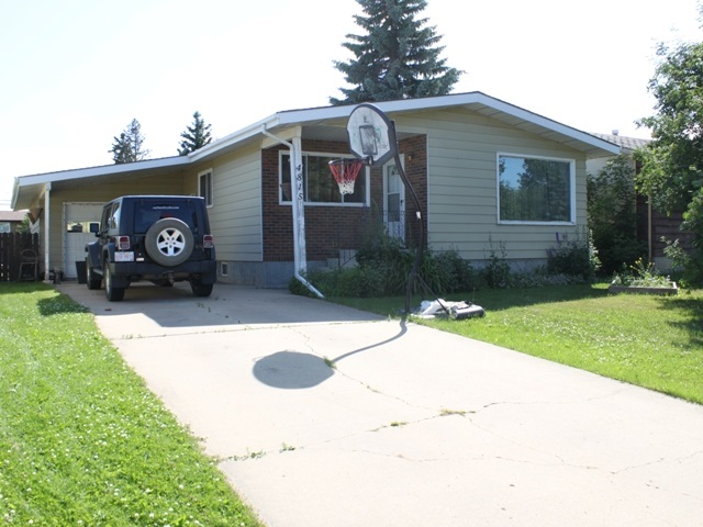 Close to schools and recreation grounds!  3+1 Bedroom bungalow situated in the Town of Tofield, just 30 minutes east of Edmonton & Sherwood Park and 45 minutes from the Edmonton International Airport (YEG).  3 bedrooms on main. Large living room, open kitchen-dining area - great for entertaining. Lower level is partly developed with additional bathroom and bedroom. Single attached garage -- fenced yard.  Welcome home!