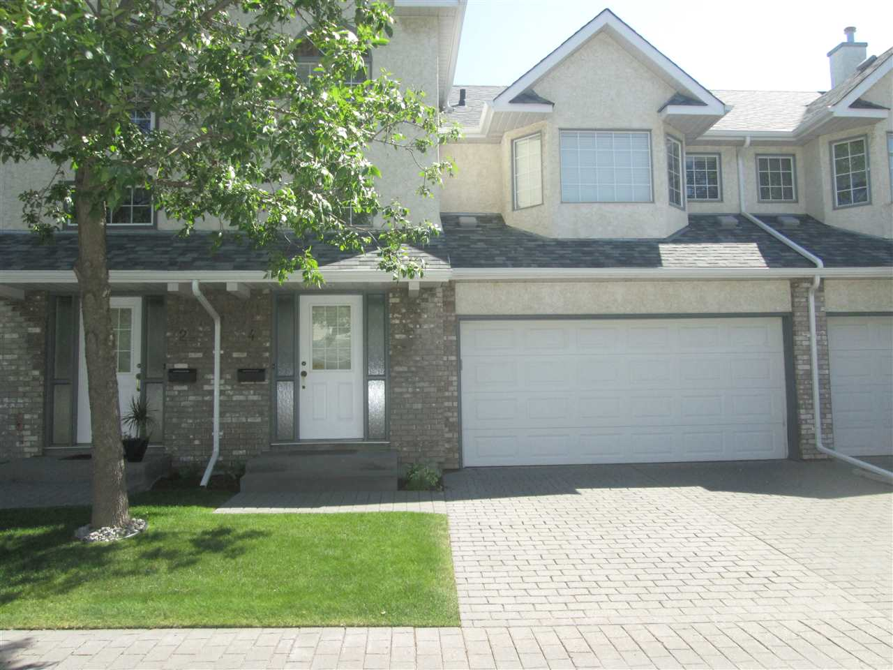 Well maintained air conditioned split level townhouse located in a wonderful complex development close to all amenities. Bright and functional kitchen with ceramic tile flooring, stainless steel fridge and sliding doors to the south facing maintenance free deck. Beautiful family room with vaulted ceilings , gas fireplace and plenty of natural light. Large master bedroom features a walk in closet, 4 piece ensuite & jetted tub . Two additional bedrooms & 4 piece bath . Partial basement is unfinished and is perfect for extra storage items. great curb appeal and double garage round out this great complex.