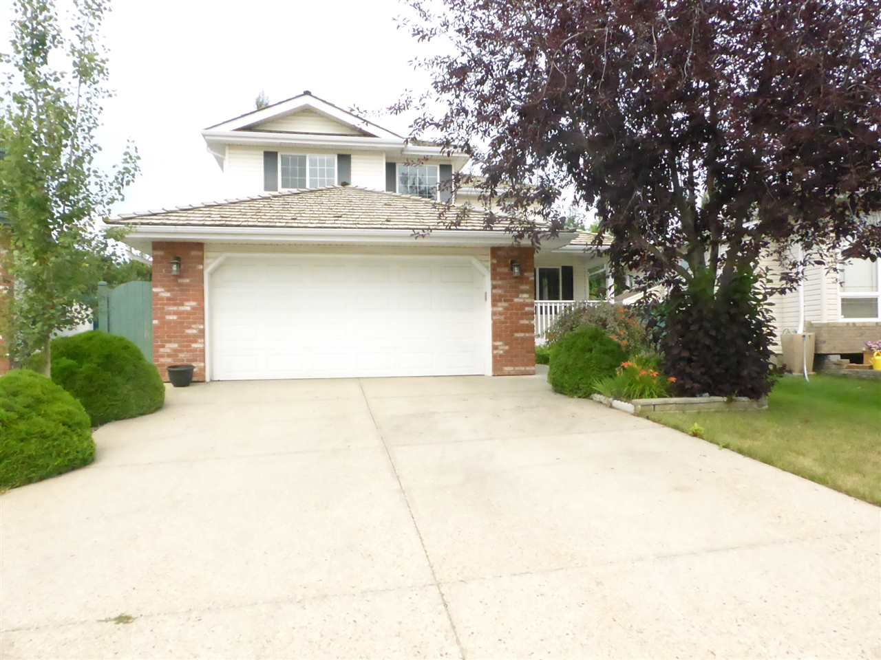 Welcome home to this fabulous 2-storey in the heart of SW Edmonton?s Blackburne community! Located in a very quiet and private cul-de-sac on a pie shaped lot, this home is sure to impress. Main floor features include a formal L/R, flex room/Bdrm, ½ bath, laundry, large great room w/gas fireplace and an updated kitchen (2006) with newer cabinets, counters, S/S appliances and tile back splash. The upper floor features 3 bedrooms and a 4pce bath. The master suite is a nice size with a W/I closet and its own 4pce ensuite c/w jacuzzi tub and separate shower. The basement is fully developed with a large functional rec room w/gas fireplace + 5 B/I speakers, 2 more rooms for bedrooms and/or a gym and a 3pce bath. The backyard large backyard is gorgeous with a ground level deck, pergola and mature landscaping. Blackburne is a great community that is conveniently located minutes to amenities, ravines, parks and just a short drive to the EIA. Don?t miss your chance to own this great home!