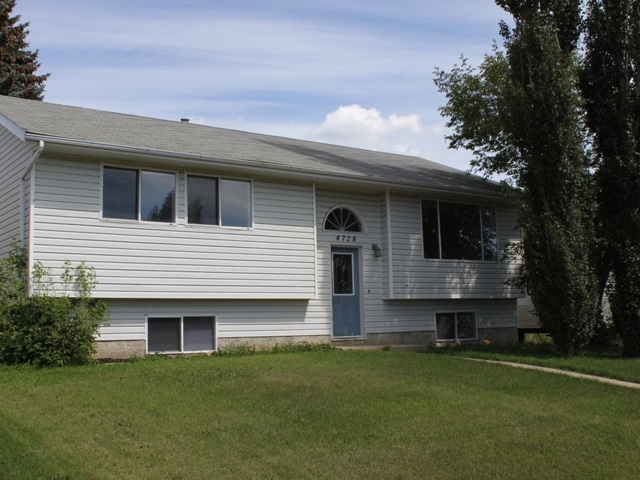 On a huge a huge lot just 45 minutes from Edmonton in the community of Tofield sits this bi-level home. Features include hardwood and slate floors, 5 bedrooms, 2 full bedrooms and a tall deck in the fenced backyard. Schools, arenas, a spray park, baseball diamonds, and soccer fields are within easy walking distance of your front door, with main street and the medical centre just blocks away. Welcome home!