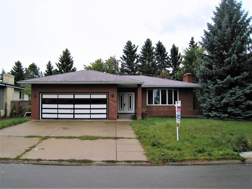 INFILL OPPORTUNITY,  LOT VALUE ONLY. House is in state of Disrepair. Fantastic Location on Brander Drive, backing onto Lighted walkway / Greenbelt. Planned Subdivision of current lot 11 into 2 Lots @ $315,000 for each, 11A & 11B. Seller requests Both lots to be bought together. Lots will be approx 4500 sq.ft. each. Estimated frontage 34.9 ft X 129.5 Depth on each new lot.