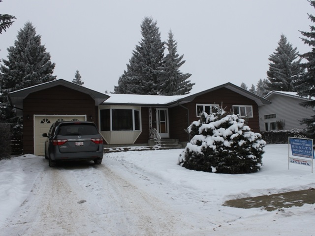 Fantastic spacious yard with mature trees!  Updated 3+1 bedroom bungalow located across from green space in the Town of Tofield, just 30 minutes east of Edmonton and Sherwood Park (sun at your back in the am and pm) and 45 minutes from the Edmonton International Airport (YEG).  Features include an updated kitchen, flooring, bedroom windows and main bath.  Large living room, family/theatre room on lower level along with additional bedroom and bathroom.  Sunroom on back of house looks into the backyard.  Single attached garage.  There is lots of room to play on this treed and private 62 ft x 140 ft fenced lot.  Tofield offers a health centre, medical and dental clinics, golf course, numerous other recreational activities and GOOD QUALITY WATER!  Welcome home!