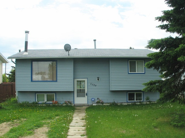 """""""Fine Living in Ashmont""""  Take a look at this neat 3 bedrooms, 2 bathroom bi-level home which features a spacious double detached garage and a nice deck. Coming in at a very affordable price, this home can be great for family living or for single life as well."""