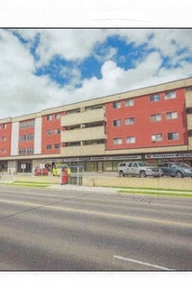 SPACIOUS FULLY RENOVATED 2 BDRM SUITE. EXCEPTIONAL CONCRETE BLDG WITH SECURE HEATED UNDERGROUND PARKING, ELEVATOR. SUNNY SOUTH EXPOSURE- LARGE LR + BEDROOMS. PROPERTY CLOSE TO SHOPPING, RIVER VALLEY, ON BUS ROUTE, LRT. PERFECT FOR SENIOR/QUICK DOWNTOWN ACCESS.