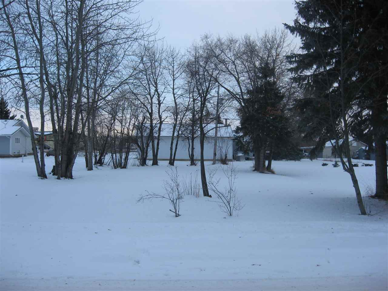 Excellent building lot fully serviced in excellent location with mature trees in the Town of Thorhild.