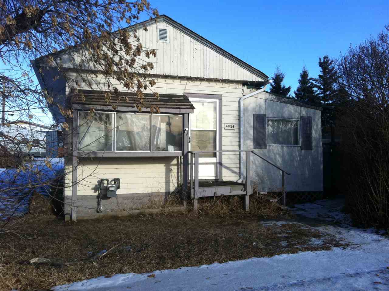 Perfect starter home or Add to your Revenue properties. Newer shingles and furnace. Situated on 2 lots with open back yard to the lane. Space for the RV and toys. Located in the community of Holden. Easy commute to Vegreville, Viking or Tofield.