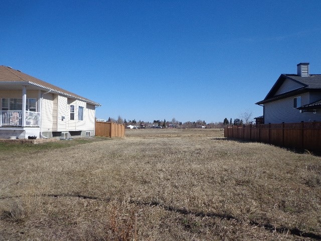 """INCREDIBLE VALUE...TOWN TAX INCENTIVES... Custom Build Your Home on this """"RARE & DESIRABLE"""" """"52X110"""" Lot backing a PARK & WALKING TRAIL! This Lot is located in Bruderheim's NEWEST Subdivision """"West Woodland's"""". Also available is a """"52x110"""" Lot located at 5401-48Ave."""