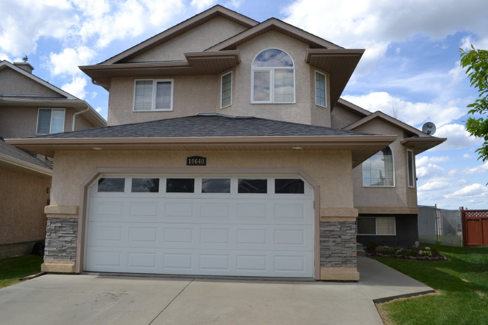 Lovely home in a great neighbourhood! Easy access to Henday and Yellowhead, this fully finished custom built bi-level located in a cul-de-sac may just be what you are looking for! Very easy up keep. Kitchen features a movable island, walk in pantry, beautiful maple cabinets and a new dishwasher. Single door access off the kitchen to a huge deck and lower patio with natural gas bbq hook up. Gleaming hardwood floors in the front room with a corner gas fireplace for cold winter nights. Two good sized bedrooms on the main as well as a 4 pc bath. Upstairs above the garage is the private large master bedroom with walk in closet and a 4 pc bath with Jacuzzi tub. The lower level is completed with a bedroom and 4 pc bath as well as a huge rec room for entertaining. Open and bright with very large windows. Outside the spacious yard is completely landscaped. Windows have custom faux wood blinds! Great Cul-De-Sac in a young area. Move in ready! Quick possession available.