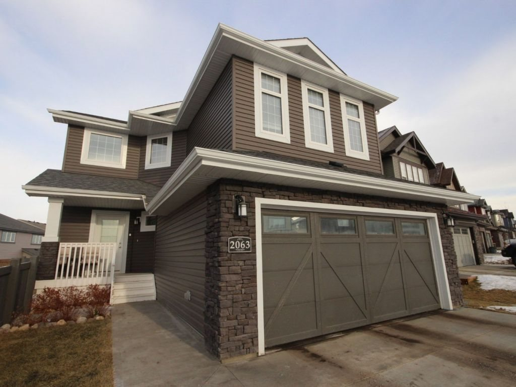 Absolutely stunning home located on a large reverse pie-shaped lot. This 4 bedroom and 3.5 bath house has a beautifully finished basement and a large fenced front yard. It is less than a 5 minute walk to the future elementary school. You will love the quick access to the Henday and Yellowhead. This family friendly neighborhood of Hawks Ridge has nearby walking paths and trails to enjoy with your family. Your beautiful family home awaits you!