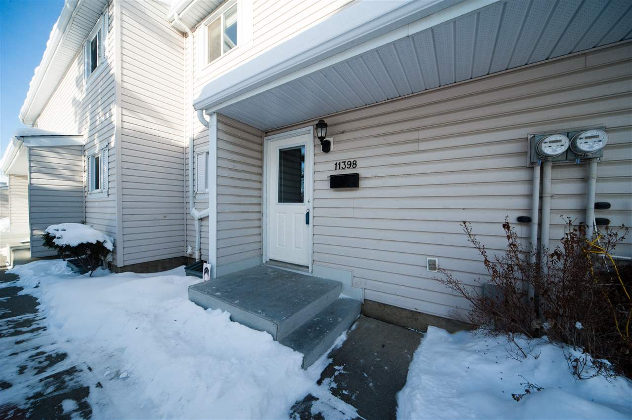EXCELLENT VALUE for a first time home buyer or investor. Perfectly located in the FAMILY FRIENDLY community of Carlisle! This updated townhouse has a HUGE LIVING ROOM w/ a dining area and sliding doors that lead to a PRIVATE BACKYARD. The perfect setting for entertaining and family BBQ?s. The main floor is finished with a 2pc guest washroom and a separate KITCHEN that has a abundance of cupboards, counter space and a large pantry for plenty of storage. Upstairs you?ll find a large masters suite with his and her closets, 2 other rare big bedrooms and a family bathroom. Even the parking is only steps away. Enjoy the benefits of home ownership without the headaches of exterior maintenance and snow shovelling in a WELL RUN, PET FRIENDLY CONDO with LOW CONDO FEES. recent upgrades include new siding, PVC windows, doors, MAINTENANCE FREE FENCE and Front Garden Boxes! Minutes away from shopping, major restaurants, YMCA, parks, schools and soccer fields, This is a GREAT STARTER HOME OR REVENUE PROPERTY.