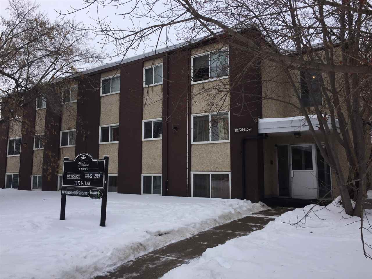 This 2 bedroom condo unit located in the neighbourhood of QUEEN MARY PARK. It comes with one full bath room. It needs TLC. Walking distance to PUBLIC TRANSIT, SHOPPONG, SCHOOLS. Close to GRANT MACEWAN. Quick walk to downtown.