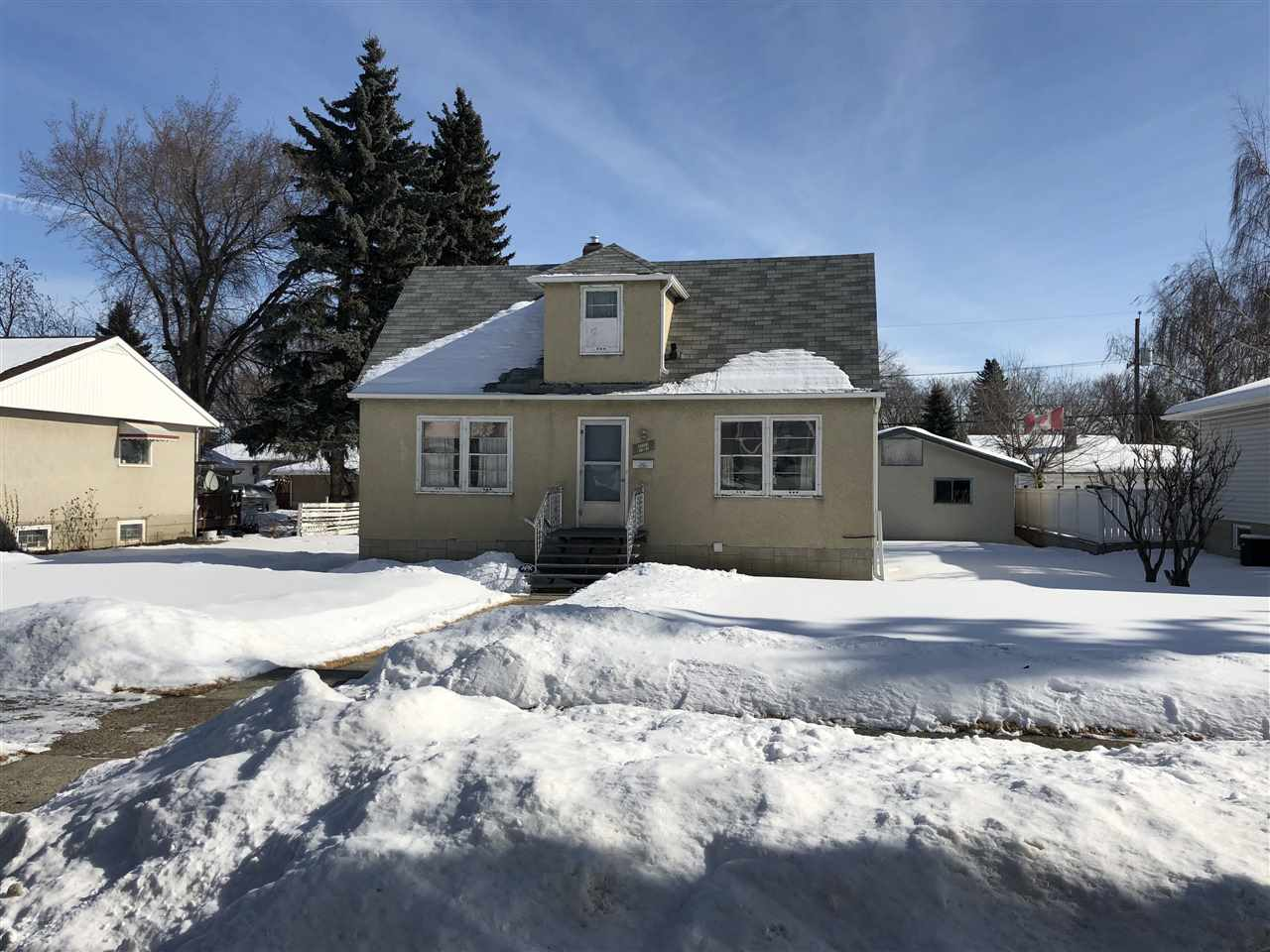 Awesome opportunity in Elmwood Park with this huge 852.68 m2 lot - 75x122. Perfect for any investor or someone wanting to build their dream home. The 1.5 storey home is fully finished and offers 3 bedrooms and 2 baths. Oversized double garage with convenient back lane access located on a quiet street in a mature neighborhood close to schools and all amenities.