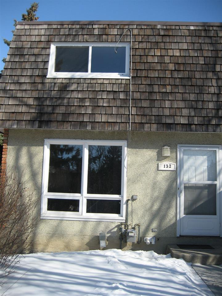Excellent opportunity for first home buyer, small family or investor this 2 storey 3 bedroom townhouse.  Great location in Northmount's neighbourhood, conveniently located close to schools, park, playground, major shopping and public transportation, all within walking distance. Other features includes : fresh paint, finished basement and fully fenced. Comes with one assigned parking stall.