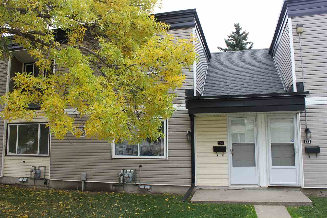 Perfect investment opportunity! 2 bedroom townhouse style condo in Parkhaven. Close to Rundle Park, golfing, public swimming pool, shopping, public transportation and much more!