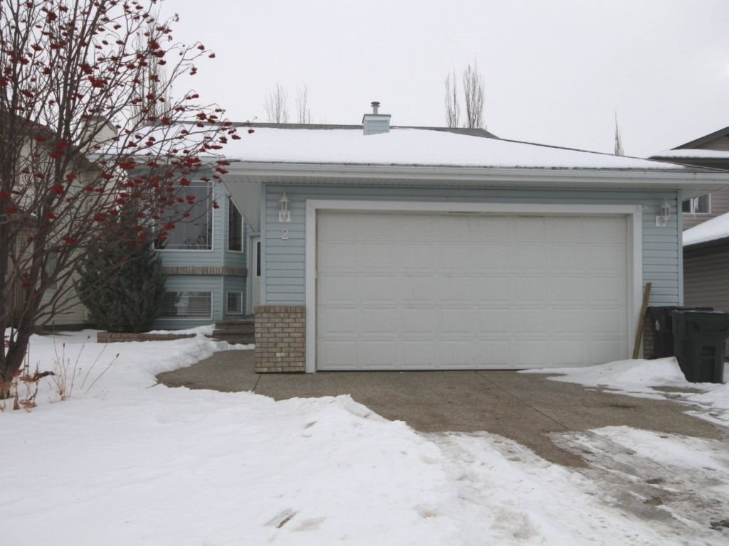 5, yes, 5 BEDROOMS in this expansive Bi-Level located in Deer Park area of Spruce Grove. Easy access to Yellowhead (Hwy 16). GREAT FAMILY home with plenty of space for your growing family. Upper level includes Living Room, Kitchen with a Large Island, Dining and Laundry, 4 pc bathroom, Master Bdrm with Jetted Tub in 4 pc Ensuite and 2 bedrooms. Lower Level boasts 3 pc bathroom, Den / Office, X-Large Family Room plus 2 more large bedrooms. Chain link fenced yard with mature shrubbery and trees. Large East facing Deck off the Dining area for morning sun and evening shade. GREAT FAMILY neighbourhood close to Trans Alta Tri-Leisure Centre, Walking Trails, Playgrounds, Schools, Shopping, Soccer fields, Golf, and Performing Arts Centre.