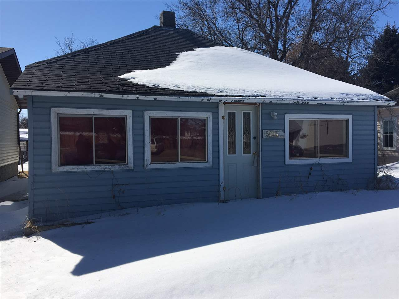 FIXER UPPER IN SEDGEWICK!!! THIS BUNGALOW IS ON A LARGE DOUBLE LOT. SO MUCH POTENTIAL WITH A SOLID CONSTRUCTION.