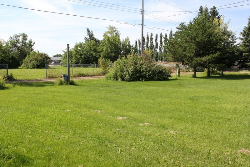 Large serviced 50 x 140 vacant lot in quiet neighborhood in St Paul available immediately. New builds in the area make this the ideal area for families. Zoned R2.