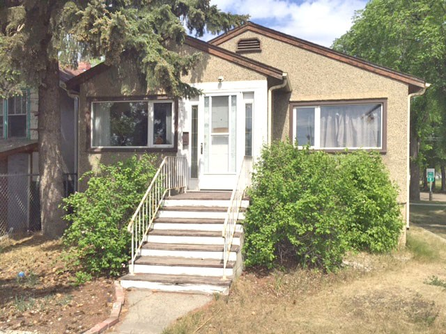 Owner motivated to sell! Corner property! Steps to ETS & LRT next to Rexall Place. Newer high efficient furnace, main floor windows and roof. Current 2016 RPR.  Try to give 24 hour notice