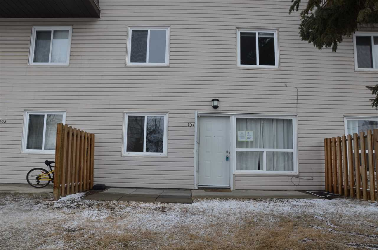"Welcome to Hillview ! Come check out this wonderful 2 bedroom, 1 .5 bath  townhouse . Conveniently located near schools, shopping, and public transportation. This property would make an ideal investment or starter home. Schedule A must accompany all offers. Property is ""as is where is at possession""."