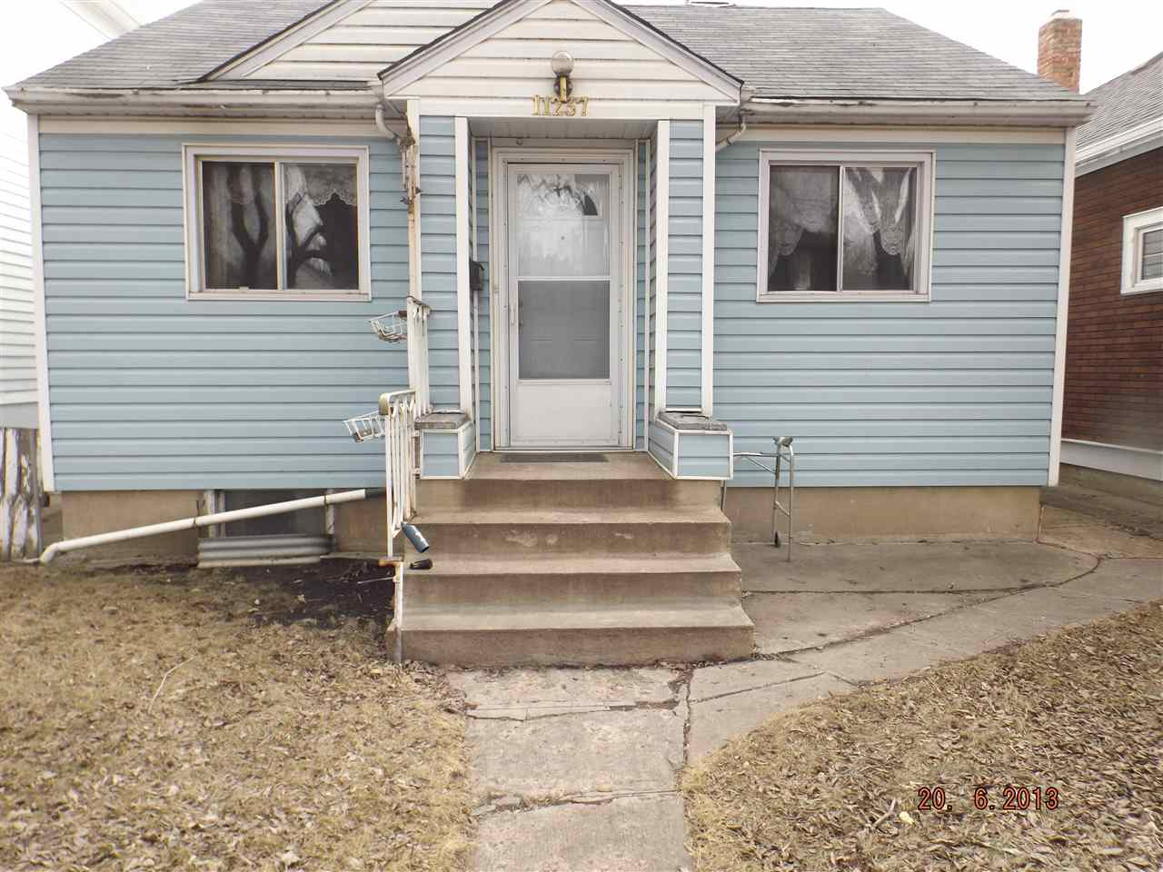 WHERE CAN YOU FIND A SOLID HOME FOR LESS THAN $200,000-?. PLUS GARAGE, AND GREEN HOUSE.... .BRIGHT KITCHEN WITH LOADS OF CUPBOARDS, EATING, DINING AREA.  OPEN LIVING ROOM,  4 PC. BATHROOM, NICE SIZE MASTER BEDROOM. BASEMENT DEVELOPMENT SPORTS REC ROOM , BEDROOM.  WALKING DISTANCE TO SHOPPING, REC CENTER, NEW FIRE HALL, TRANSPORTATION, FOOTBALL GAMES, CARE CENTER, PLUS MUCH MORE. DO NOT LOSE YOUR INDEPENDENCE. TAKE A PEEK AND SEE!  EASY SHOW...