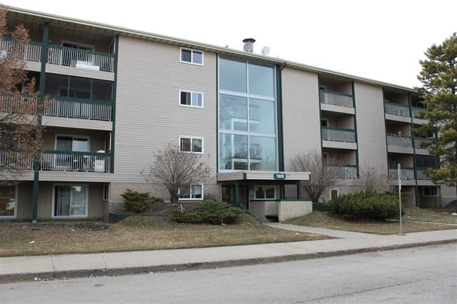 Fantastic upgraded unit on top floor. This unit has newer cabinets, laminate floors and new paint. Excellent starter or investment opportunity.