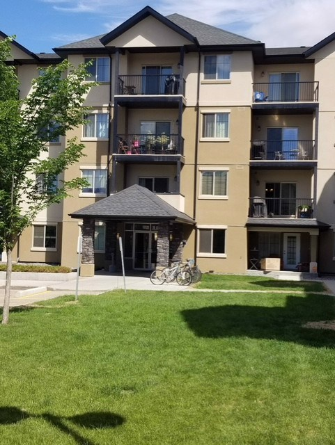 Welcome to this beautiful 2 bedrooms and 2 baths located in the hearth of Pleasantview, neighbouring a park and backing on a school and the patio door of this unit directly access to 105 street. Fetuses of this condo: central air conditioning, 9 ft ceiling, hardwood, ceramic tiles and carpet flooring,  large master bedroom with walk through closet, 3 pc ensuite and good size 2nd bedroom. Kitchen offers a food prep island with eating bar, high end stainless steel appliances, insuite laundry, underground parking. Convenience location and quick access to shopping, school and public transit.