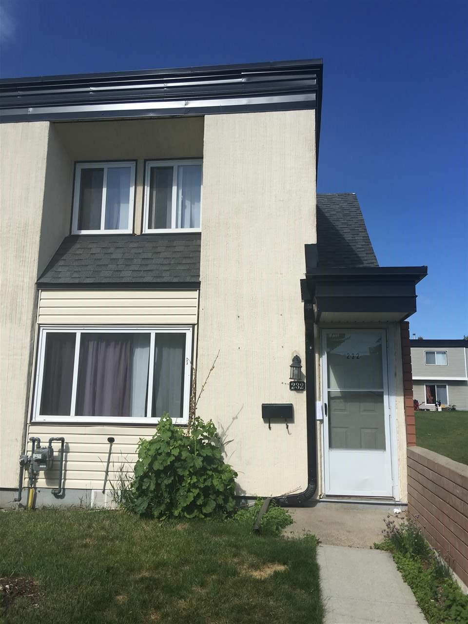 A perfect size townhouse condo with 3 spacious bedrooms and 1.5 baths. Comes with all appliances, including a dishwasher. Unit is in good shape. Partially finished basement that is great for a movie room, gym, or flex room, etc. One parking stall. Close to No Frills, Shopping Mall, Transit, Restaurants, Schools, etc.