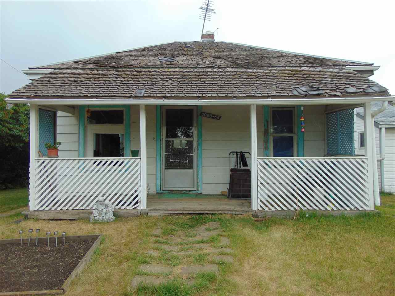 This two bedroom bungalow is located in a wonderful quiet neighbourhood of Tofield. The lot is spectacular in size 50ft x 140ft with friendly neighbours on all sides. Comes with one oversized shed and is sold as is. This could be a great project to renovate and bring life back to this lot.