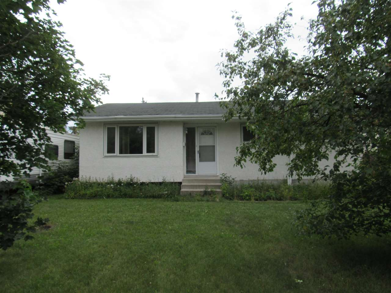 Recently renovated 3 bedroom bungalow backing onto park and playground and within  walking distance to elementary school. Newer windows, newer exterior stucco, newer concrete driveway , sidewalk and furnace. Cosy living room with laminated flooring. Open kitchen with newer maple cabinets and corner sink.l Basement has rear door entrance  and with  fully finished with laminated flooring featuring huge family room, den , 2 bedrooms and 4 pcs bath with soaker tub and pedestal sink. The 5th bedroom in basement has rough in for future in law suite. Other outstanding features including deck at rear, a  dog run, oversized 26x24 garage with 10' height ceiling and  shelves for storage. Quiet crescent location. Close to schools, bus ,shops and WEM. Purchase price including al appliances and 1 remote control for garage door opener. Quick possession. Ideal family home.