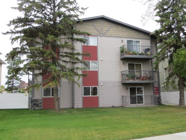 Must be Sold! This 785 Sq Ft. 1st floor apartment, Wyndham Place in Leduc offers great value. It has 2 bedrooms, a modern kitchen with adjacent dining area, in suite laundry, a large living room with sliding patio doors 2 a private patio area. It is complete with one exterior energized parking stall. All it needs is you!