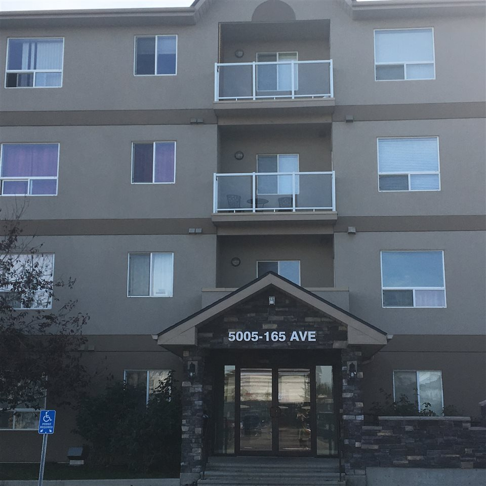 Fantastic top floor unit, with 2 large bedrooms and 2 full baths. The master has a large walk-in closet. Open kitchen with great appliances tons of cupboard and counter space. Good size living room with large windows and door to deck with some fantastic views.