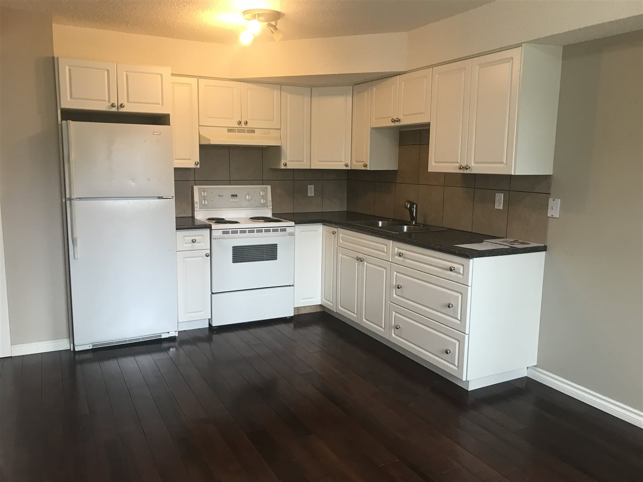 Welcome to Bannerman Village! This upgraded 3 bedroom, END UNIT townhouse features a NEWER KITCHEN and backsplash, HARDWOOD FLOORS throughout the main floor and a renovated 4 piece bathroom. A fenced backyard, and tons of natural light throughout finish the property off right.