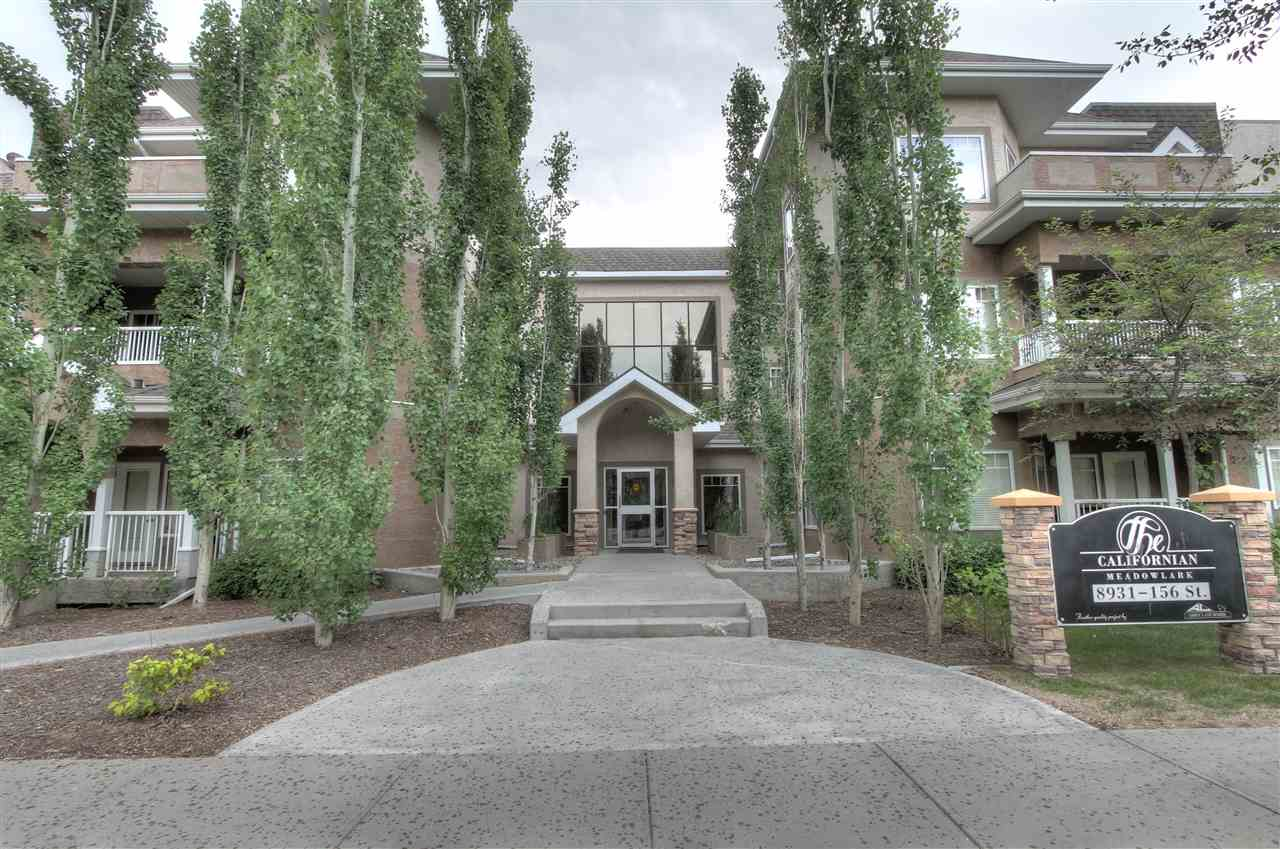 Welcome to Californian Meadowlark! This 2 bedrooms, 1 bath condo features an open concept modern design. The kitchen has stainless steel appliances, dark cabinets with breakfast bar. The cozy living room has a gas fireplace and a dining nook. The large master bedroom has a walk through closet leading to the 4 piece bathroom! The private patio has a great view of the landscaping and mature trees. Lots of storage as well as in-suite laundry! The unit comes with 1 underground parking stall. Building amenities features a gym, a meeting room and a car wash!