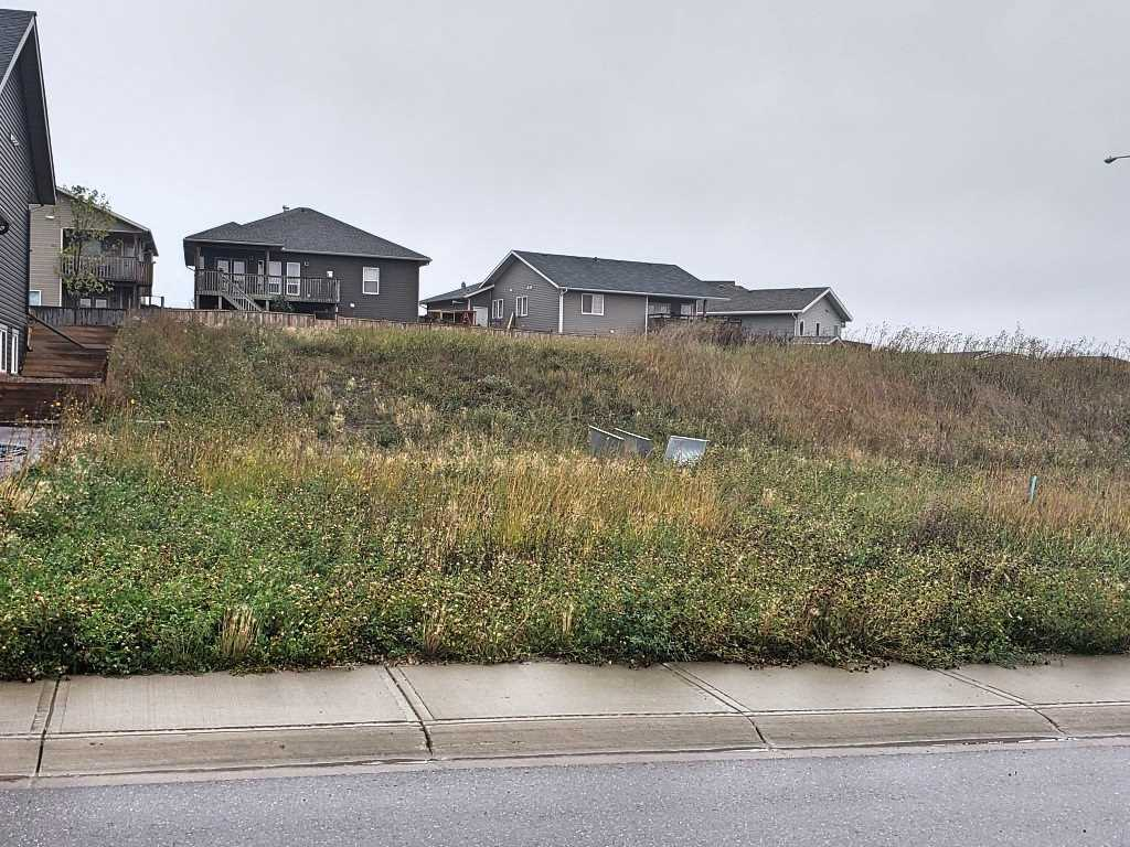 Attention Builders!!  Serviced residential building lot, walking distance to Kinosoo Beach, MD Campground and Hospital.   Located in a newer subdivision with new homes.  Here is your chance to build your dream home!