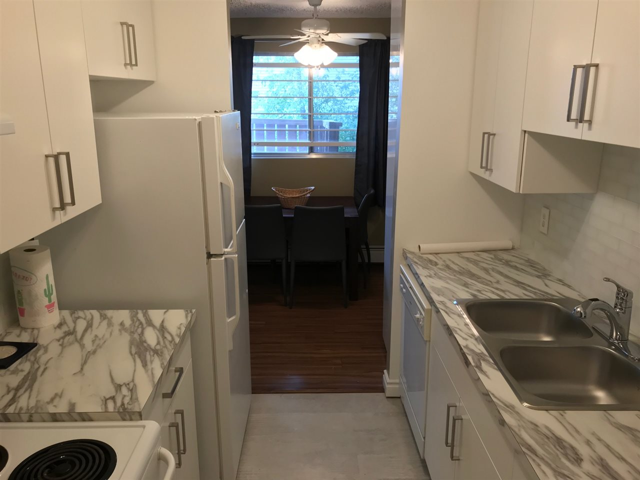 Nicely kept one bedroom suite in Queen Mary Park. This condo can be purchased fully furnished making it move in ready and perfect for those studying at Nait, Grant MacEwan or working downtown. Complete with a large south facing patio this condo has its own washer and dryer, so no more fiddling around with change or waiting for your neighbors to be done! And yes, the TV is also available!