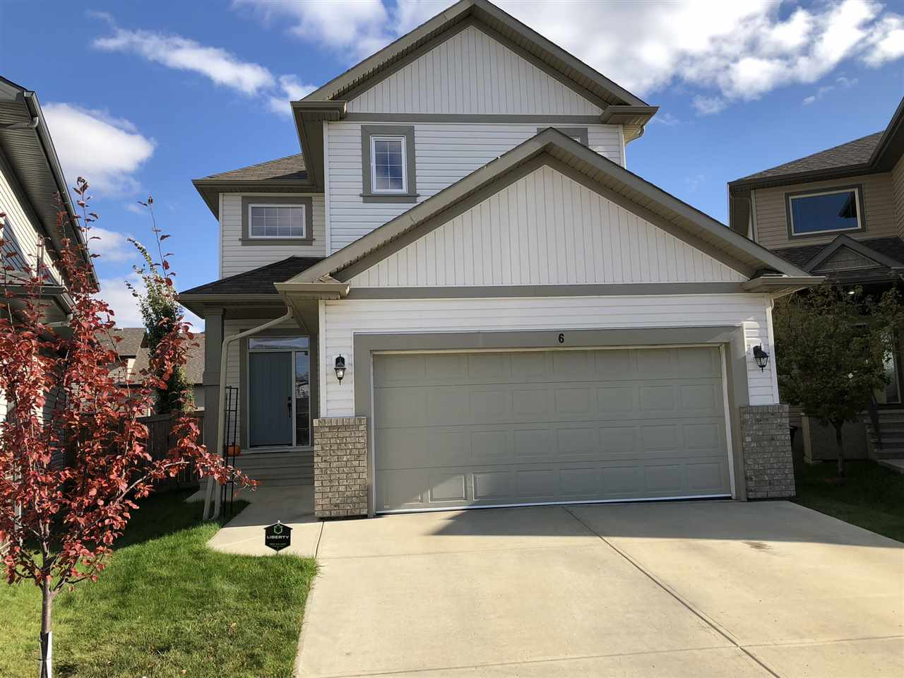 OUTSTANDING LOCATION! Backs directly on to POND/GREENSPACE, LARGE PIE LOT in CUL DE SAC. Clean/Bright 3 bedroom, 4 Bath, 2 Storey with FULLY FINISHED BASEMENT. ***EXTREMELY GOOD FLOOR PLAN***- with all rooms generous in size! Large master suite with a lovely 5 pce Ensuite and GIANT WALK-IN CLOSET. OPEN KITCHEN, EATING, GREAT ROOM. 9' MAIN FLOOR WALLS. Spacious mud room and good sized garage with ample shelving. Other features include: CENTRAL AIR, HARDWOOD/TILE flooring, GRANITE counters, HUGE DECK, much more! ALL this located in the desirable area of SOUTHFORT with excellent amenities.