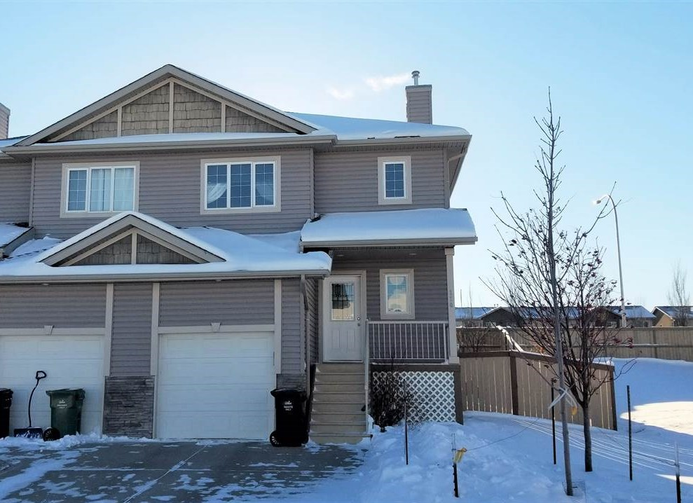 Great starter home with 3 bedrooms, single attached garage and an awesome backyard space in Deer Valley! Open concept main living area and plenty of windows for lots of natural light. Kitchen offers lots of cupboards and counter space. Upgraded sink and decorative backsplash. Great room features a corner gas fireplace that'll be perfect for those cooler evenings to come. Patio doors off the dining area to the deck and backyard. Upstairs is home to 3 bedrooms with large windows and the 4pc bathroom. Master bedroom includes a large walk-in closet. Wide hallway provides enough space for office area. The fully fenced backyard is a great space to play or entertain! Mature trees at the back for added privacy and a stamped concrete patio area, perfect for a firepit. Close to all amenities including quick access to Hwy 2.