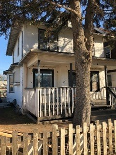 Great opportunity for redevelopment. Ideally situated corner lot measuring 10 x 36.7. Easy walk to LRT Station. Close to river valley nature trails. Downtown is just a quick drive away.