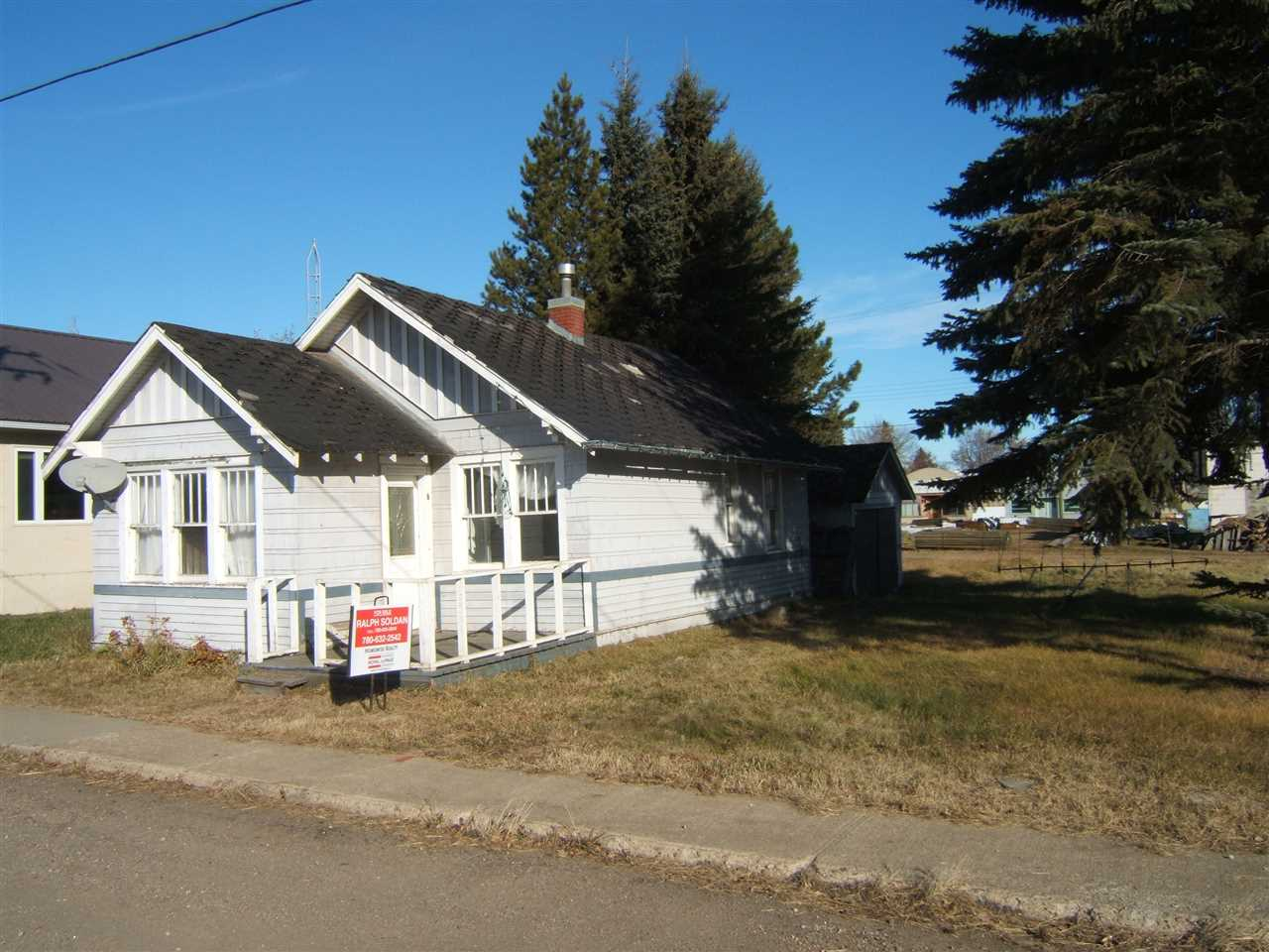 Handyman Special located in the friendly community of Willingdon. Priced at lot value! Invest today on a value priced property with many possibilities!