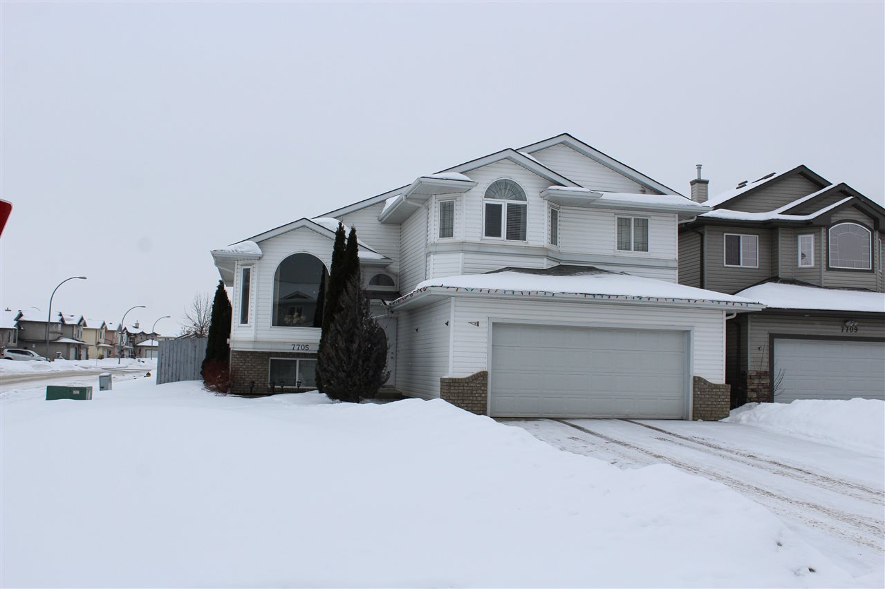 Family sized 3+2 Bedroom fully finished Bi-Level featuring a family sized kitchen with lots of cabinets, pantry, island ,dinette area and vaulted ceilings. Family room with Hardwood Floors, vaulted ceilings and a corner gas fireplace with an oak mantle and TV area. Master Bedroom on upper level with a 4 piece en-suite and a walk-in closet, plus 2 additional bedrooms on the main level. Well developed basement with 2 more bedroom, 4 piece bathroom, and a large family room with a corner gas fireplace and lots of windows. Large corner lot in a keyhole cul-de-sac with RV parking and a good sized deck. Great family home!