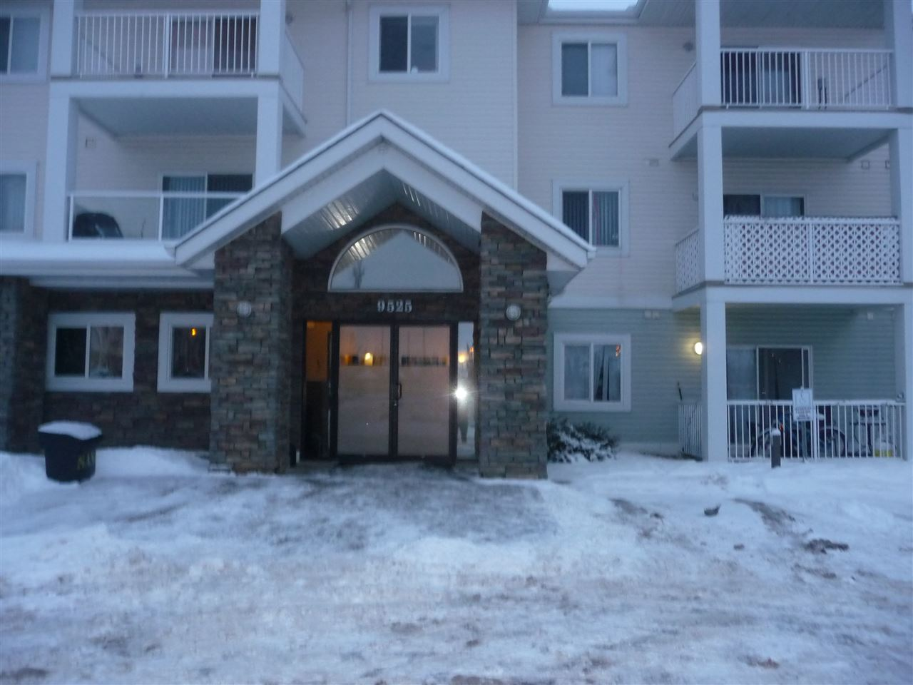 GREAT I BEDROOM TOP FLOOR UNIT FACING NORTH WITH VAULTED CEILING, INSUITE LAUNDRY.GREAT LOCATION FOR BUS,CANADIAN TIRE,SAVE ON FOODS,SOBEY'S,SECOND CUP,PLUS MANY OTHER OUTLETS,LIKE TIM HORTONS ETC,EXCELLENT BUS SERVICE AT THE FRONT DOOR.ALSO ONE TITLE PARKING STALL.ALL THIS ACROSS THE STREET TO NAMAO CENTER AND MINUTES FROM MILITARY BASE.UNIT HAS JUST BEEN PAINTED AND CARPETS CLEAN VERY CLEAN UNIT READY TO MOVE IN AND ENJOY.PARKING STALL CLOSE TO FRONT ENTRANCE AND  VERY WIDE BECAUSE OF LOCATION.