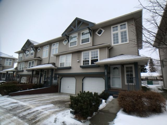 Immaculately maintained and located in the desirable South Park neighborhood is this 1222 sq ft end unit, 3 bed, 2-1/2 bath townhouse. Close to schools and within walking distance to the rec center, Telford Lake trails and downtown shopping. Fenced, private south facing back yard with 12' x 10' deck for entertaining. Fully developed basement adds over 300 sq ft for more than 1524 sq ft of living space. Newer flooring, water heater, stainless steel appliances and counter tops add to the appeal of this unit. Convenient upstairs laundry and built-in vac included. Living room features a natural gas fireplace with mantle and tiled surround and the attached garage is insulated and drywalled. Master bedroom has three piece ensuite. Maintenance free living, no clearing of snow or yard work, make this the perfect place for a young family or someone looking to enjoy this lifestyle.