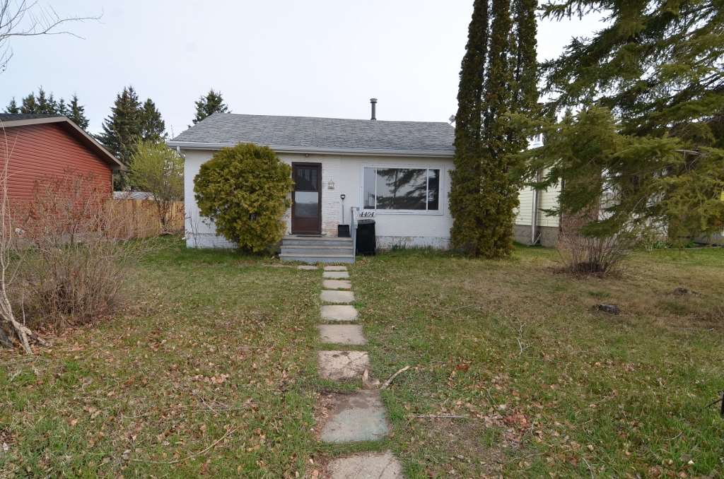 Ground level 1256 sq ft Bungalow on nice sized 50'x130' lot in the NE corner of Barrhead just East of the sports grounds. Good square footage along with 3 bedrooms that includes a huge Master Bedroom with hard to find 3 pc ensuite. Plenty of space in the Kitchen for a cabinet redesign if you so choose once you move in. Convenient main floor Laundry. Back yard storage Garage. This is a property with hard to come by square footage in it's price category and the 3 good sized bedrooms which are even harder to come by. Cosmetics can be changed square footage cannot be replaced so take advantage today.